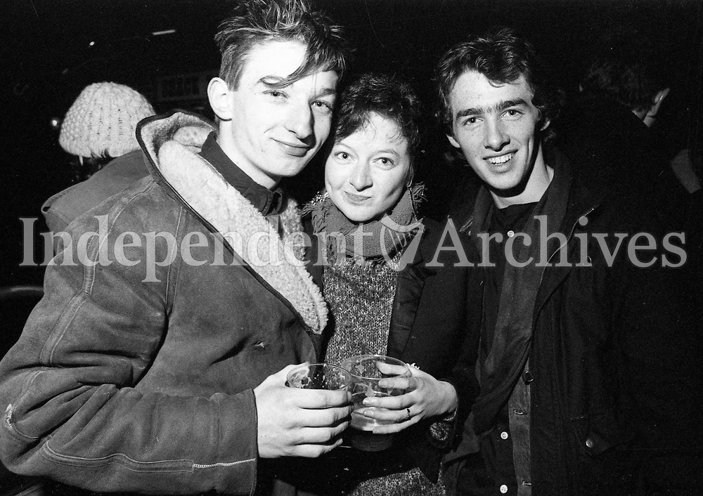 1286-536<br /> Fans at The Pogues at The Olympia Ballroom. 19/12/86. (Part of the Irish Independent Newspapers/NLI Collection)