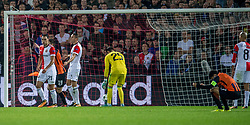 17-10-2017 NED, UEFA CL, Feyenoord - FC Shakhtar Donetsk, Rotterdam<br /> UEFA Champions League Round of 16, 3rd Leg match between Feyenoord vs. Donetsk at the stadion DE Kuip in Rotterdam / Brad Jones #25 of Feyenoord tast mis en Donetsk scoort de 2-1, Sofyan Amrabat #21 of Feyenoord, Sven van Beek #3 of Feyenoord