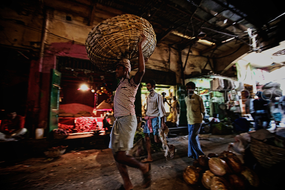 Kolkata_KolayMarket_near_SealdahStation_HowrahBridge_FlowerMarket_India...Photo by Ingetje Tadros..