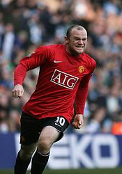 Wayne Rooney of Manchester United celebrates after scoring to make it 0-1
