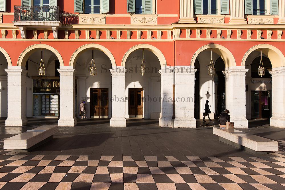 Scène de vie place Massena // Scene of life in place Massena