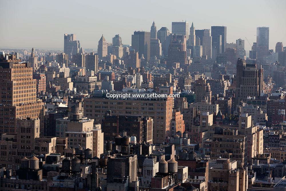 New York. elevated view on manhattan midtown.  lower Manhattan  skyline  /  le panorama du bas de Manhattan;