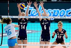 28-09-2015 NED: Volleyball European Championship Polen - Slovenie, Apeldoorn<br /> Polen wint met 3-0 van Slovenie / Joanna Wolosz #14, Agnieszka Bednarek - Kasza #6<br /> Photo by Ronald Hoogendoorn / Sportida