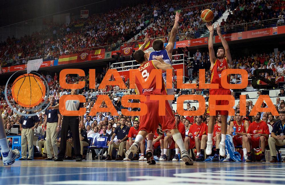DESCRIZIONE : Madrid Spagna Spain Eurobasket Men 2007 Finals Finale Spagna Russia Spain Russia<br /> GIOCATORE : Rudy Fernandez<br /> SQUADRA : Spagna Spain<br /> EVENTO : Eurobasket Men 2007 Campionati Europei Uomini 2007 <br /> GARA : Spagna Russia Spain Russia<br /> DATA : 16/09/2007 <br /> CATEGORIA : Tiro<br /> SPORT : Pallacanestro <br /> AUTORE : Ciamillo&amp;Castoria/JF.Molliere<br /> Galleria : Eurobasket Men 2007 <br /> Fotonotizia : Madrid Spagna Spain Eurobasket Men 2007 Finals Finale Spagna Russia Spain Russia<br /> Predefinita :