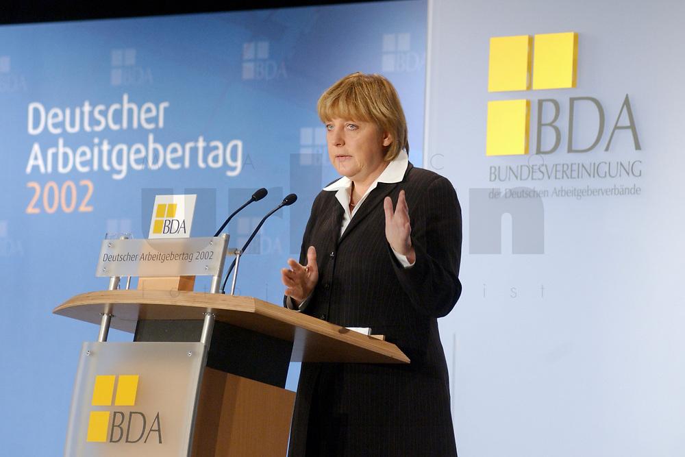 19 NOV 2002, BERLIN/GERMANY:<br /> Angela Merkel, CDU Bundesvorsitzende, waehrend ihrer Rede, Deutscher Arbeitgebertag der Bundesvereinigung der Deutschen Arbeitgeberverbaende, BDA, Hotel Maritim<br /> IMAGE: 20021119-02-058<br /> KEYWORDS: speech