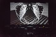 MAOTIK & METAMETRIC présentent OMNIS, A/VISIONS 1 :: BALLET ÉLECTRONIQUE  <br /> Théâtre Maisonneuve, vendredi 29 mai,<br /> Images, projections et corps tourbillonnent au son d'une musique minimaliste créée par des artistes aux multiples facettes. Ces expériences en direct plongent les sens dans de nouveaux univers sonores et visuels génératifs, où illusion et réalité se mêlent à l'harmonie humaine high-tech.