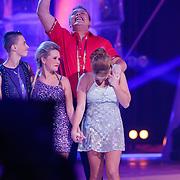 NLD/Hilversum/20130202 - 6de liveshow Sterren Dansen op het IJs 2013, Monsif Bakkali en schaatspartner Patti Petrus, Sterretje Tony Wyczynski en schaatspartner Alexandra Murphy