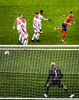 1. divisjon fotball 2018: Aalesund - Levanger (4-0). Aalesunds Holmbert Fridjonsson header inn 2-0 forbi keeper Julian Faye Lund i kampen i 1. divisjon i fotball mellom Aalesund og Levanger på Color Line Stadion.