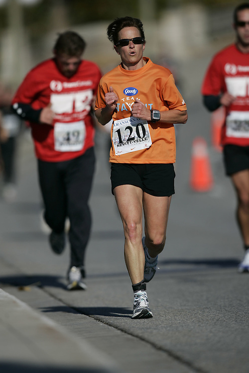 (Ottawa, ON---18 October 2008) SUSAN NEVITT-YELLE competes in the 2008 TransCanada 10km Canadian Road Race Championships. Photograph copyright Geoff Robins/Mundo Sport Images (www.msievents.com).