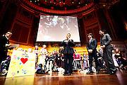 Wiesbaden | 30.10.2010..Vita Gala im Kurhaus Wiesbaden, hier: Martina Krueger (BILD, m.) bekommt eine Auszeichnung...©peter-juelich.com..[No Model Release | No Property Release]
