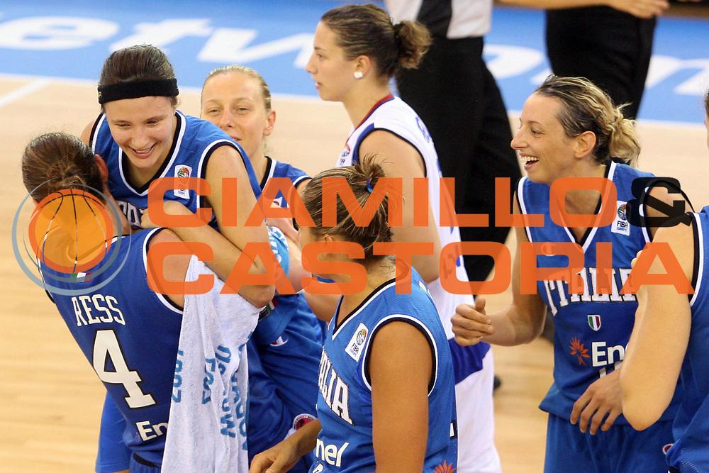 DESCRIZIONE : Ortona Italy Italia Eurobasket Women 2007 Serbia Italia Serbia Italy<br /> GIOCATORE : Kathrin Ress Giorgia Sottana Francesca Zara Laura Macchi<br /> SQUADRA : Nazionale Italia<br /> EVENTO : Eurobasket Women 2007 Campionati Europei Donne 2007 <br /> GARA : Serbia Italia Serbia Italy<br /> DATA : 01/10/2007 <br /> CATEGORIA : esultanza<br /> SPORT : Pallacanestro <br /> AUTORE : Agenzia Ciamillo-Castoria/E.Castoria<br /> Galleria : Eurobasket Women 2007 <br /> Fotonotizia : Ortona Italy Italia Eurobasket Women 2007 Serbia Italia Serbia Italy<br /> Predefinita :