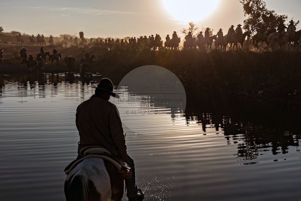 Hundreds of Mexican cowboys are silhouetted by the rising sun during the annual Cabalgata de Cristo Rey pilgrimage January 5, 2017 in San José del Rodeo, Guanajuato, Mexico. Thousands of Mexican cowboys and horse take part in the three-day ride to the mountaintop shrine of Cristo Rey stopping along the way at shrines and churches.