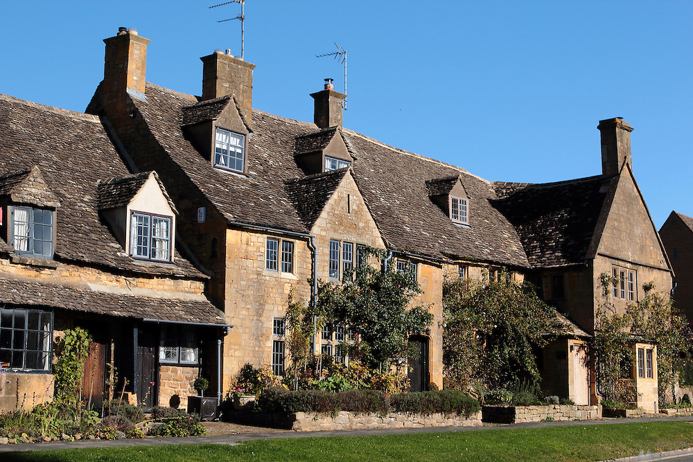 Picturesque houses in the Cotswolds village of Broadway
