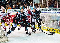 06.03.2020, Keine Sorgen Eisarena, Linz, AUT, EBEL, EHC Liwest Black Wings Linz vs EC KAC, Viertelfinale, 2. Spiel, im Bild v.l. Lukas Haudum (EC KAC), Rick Schofield (EHC Liwest Black Wings Linz), Clemens Unterweger (EC KAC), Stefan Gaffal (EHC Liwest Black Wings Linz) // during the Erste Bank Eishockey League 2nd quarterfinal match between EHC Liwest Black Wings Linz and EC KAC at the Keine Sorgen Eisarena in Linz, Austria on 2020/03/06. EXPA Pictures © 2020, PhotoCredit: EXPA/ Reinhard Eisenbauer