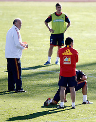 06.10.2010, Madrid, ESP, Spain national football team training, im Bild coach Vicente del Bosque during trainning session. EXPA Pictures © 2010, PhotoCredit: EXPA/ Alterphotos/ Alvaro Hernandez +++++ ATTENTION - OUT OF SPAIN / ESP +++++