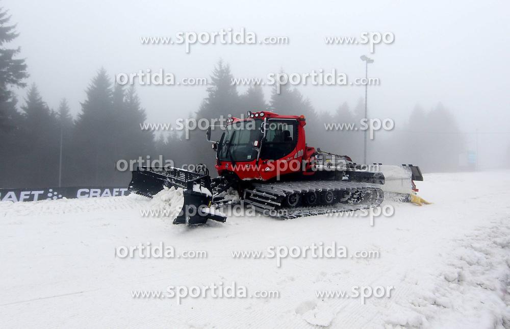 28.12.2011, DKB-Ski-ARENA, Oberhof, GER, Viessmann FIS Tour de Ski 2011, Training, im Bild die DKB-Ski-Arena wird mit einer Pistenraupe präpariert . during of Viessmann FIS Tour de Ski 2011, in Oberhof, GERMANY, 2011/12/28. EXPA Pictures © 2011, PhotoCredit: EXPA/ nph/ Hessland..***** ATTENTION - OUT OF GER, CRO *****