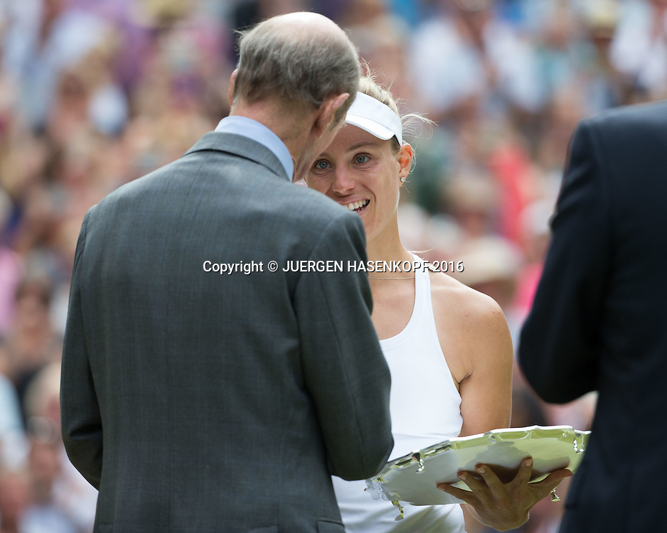 Herzog von Kent ueberreicht Finalistin ANGELIQUE KERBER die Schale, Siegerehrung, Damen Endspiel, Finale <br /> <br /> Tennis - Wimbledon 2016 - Grand Slam ITF / ATP / WTA -  AELTC - London -  - Great Britain  - 9 July 2016.