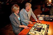 ROTTERDAM - Op initiatief van Radio 5 Nostalgie en speciaal ter gelegenheid van zijn 35-jarig artiestenjubileum maakt zanger Lee Towers op 1 november 2011 nog een enkele maal en slechts een avond zijn opwachting in Ahoy Rotterdam. Met op de foto Lee Towers. FOTO LEVIN DEN BOER - PERSFOTO.NU