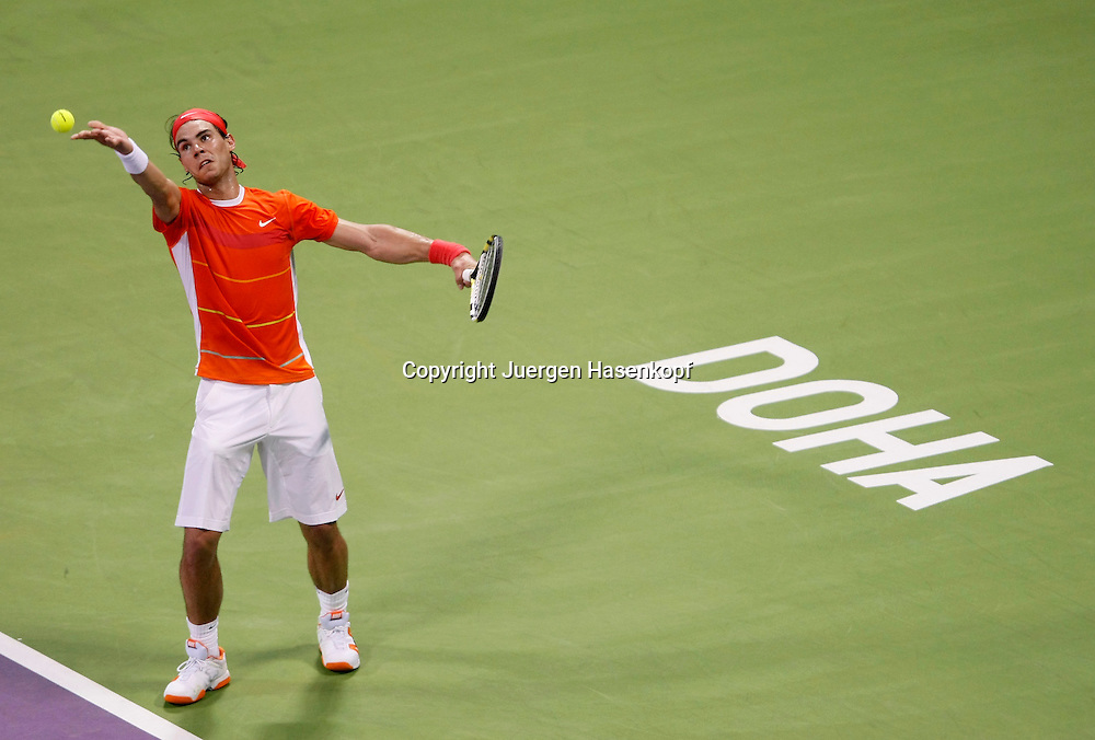 Qatar Exxon Mobil  Open 2010, 250 ATP World Tour, Herren Tennis Turnier in Doha, Khalifa International Tennis Complex, Rafael Nadal (ESP),....Photo: Juergen Hasenkopf....