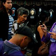 FAITH WEEK / SEMANA DE F&Eacute; <br /> Photography by Aaron Sosa<br /> Caracas - Venezuela 2009<br /> (Copyright &copy; Aaron Sosa)