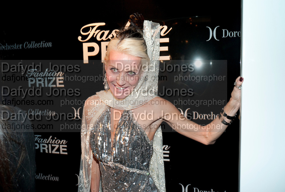 DAPHNE GUINNESS, The Dorchester Collection fashion prize.  Dorchester Hotel. London. 19 October 2010. ends at 8 p.m. competition. rsvp's to Jackie-DO NOT ARCHIVE-© Copyright Photograph by Dafydd Jones. 248 Clapham Rd. London SW9 0PZ. Tel 0207 820 0771. www.dafjones.com.