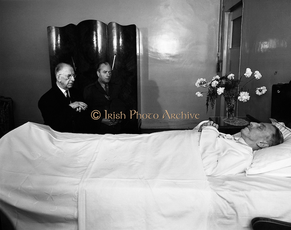 President Éamon de Valera paying last respects to former Taoiseach Sean Lemass.<br /> <br /> 11/05/1971<br /> <br /> 11th May 1971