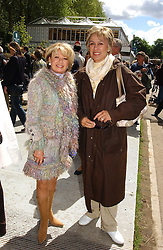ELAINE PAGE and DAME KIRI TE KANEWA at the 2005 RHS Chelsea Flower Show on 23rd May 2005<br /><br />NON EXCLUSIVE - WORLD RIGHTS