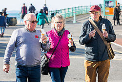 © Licensed to London News Pictures. 02/11/2016. Brighton, UK. Members of the public enjoy the mild and sunny weather by spending time on the beach in Brighton and Hove. Photo credit: Hugo Michiels/LNP