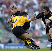 20040904 London Wasps v Saracens. Zurich Premiership..Hugh Vyvyan's run's in to the out stretched arms of Wasp's hooker Ben Gotting. Vyvyam supported by Taine Randell..Photo  Peter Spurrier.email images@intersport-images Mob +447973819551.