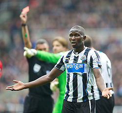 19.10.2013, St. James Park, New Castle, ENG, Premier League, ENG, Premier League, Newcastle United vs FC Liverpool, 8. Runde, im Bild Newcastle United's Mapou Yanga-Mbiwa appeals after being shown the red card and sent off // during the English Premier League 8th round match between Newcastle United and Liverpool FC St. James Park in New Castle, Great Britain on 2013/10/19. EXPA Pictures © 2013, PhotoCredit: EXPA/ Propagandaphoto/ David Rawcliffe<br /> <br /> *****ATTENTION - OUT of ENG, GBR*****