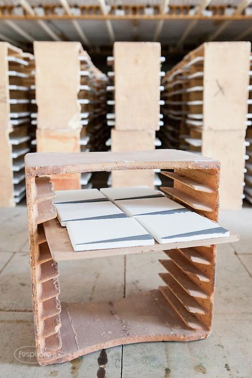 """Caltagirone (CT) - Made a Mano. Particolare dell'infornatura delle piastrelle """"Cunei"""" disegnate da Studiocharlie (Rovato - BS)."""