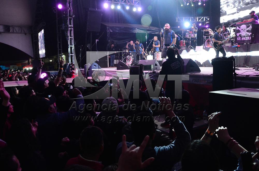 Metepec, México.- (Mayo 01, 2017).- Luis Román, Vocalista de la agrupación musical mexicana de Ska y rock Panteón Rococó, durante su presentación en la feria de San Isidro 2017. Agencia MVT / Arturo Hernández.