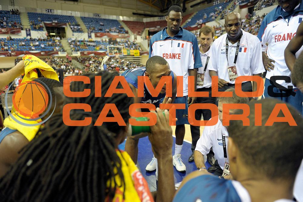 DESCRIZIONE : Championnat Du Monde 2010 Turquie Izmir Tour Preliminaire <br /> GIOCATORE : Diaw Boris<br /> SQUADRA : France <br /> EVENTO : Championnat du monde 2010<br /> GARA : France Lithuanie<br /> DATA : 1/09/2010<br /> CATEGORIA : Basketball Action Homme<br /> SPORT : Basketball<br /> AUTORE : JF Molliere FFBB par Agenzia Ciamillo-Castoria <br /> Galleria : France Basket Championnat du monde 2010<br /> Fotonotizia : Championnat du monde Turquie Izmir Tour Preliminaire Jour 6 <br /> Predefinita :