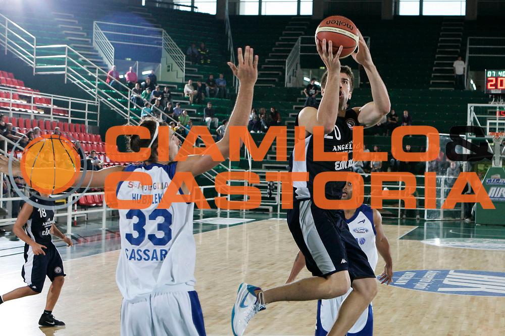 DESCRIZIONE : Avellino Lega A 2010-11 Torneo Vito Lepore Finale 3 4 posto Angelico Biella Dinamo Sassari<br /> GIOCATORE : Jeff Viggiano<br /> SQUADRA : Angelico Biella<br /> EVENTO : Campionato Lega A 2010-2011<br /> GARA : Angelico Biella Dinamo Sassari<br /> DATA : 03/10/2010<br /> CATEGORIA : tiro<br /> SPORT : Pallacanestro<br /> AUTORE : Agenzia Ciamillo-Castoria/A.De Lise<br /> Galleria : Lega Basket A 2010-2011<br /> Fotonotizia : Avellino Lega A 2010-11 Torneo Vito Lepore Finale 3 4 posto Angelico Biella Dinamo Sassari<br /> Predefinita :