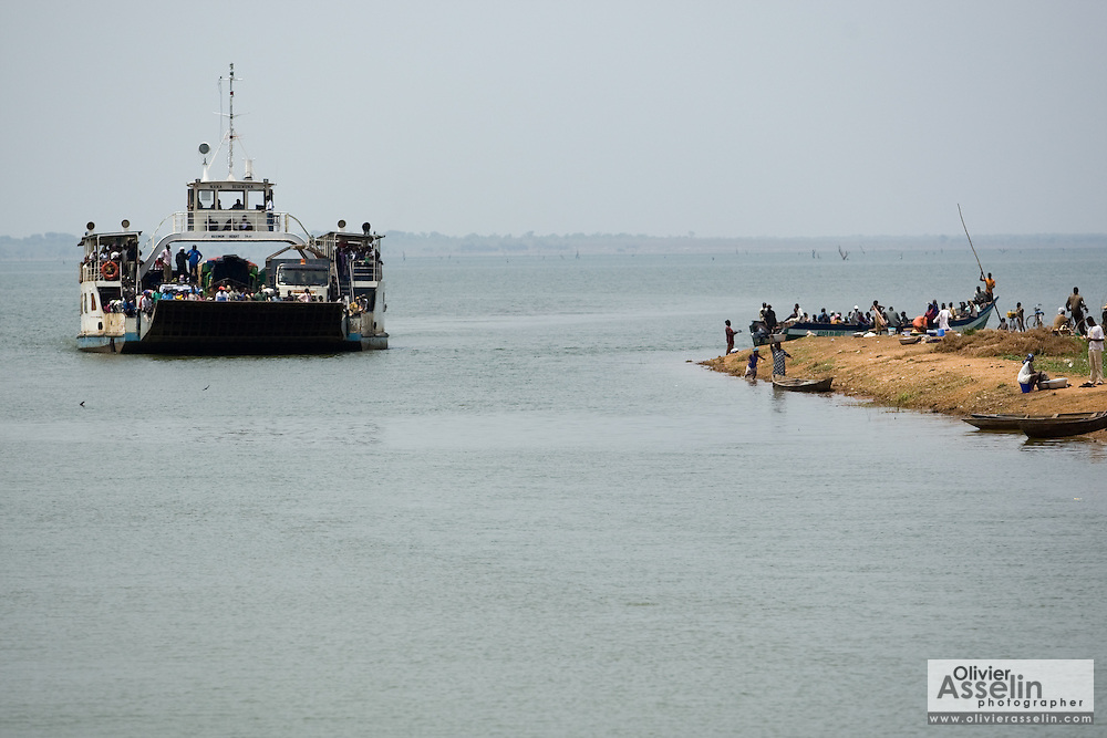 A ferry approaches the terminal in Makango, northern Ghana on Thursday March 26, 2009.