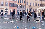 Roma 19 Febbraio 2015<br /> Lancio di fumogeni e di bombe carta in piazza di Spagna, dove si sono riuniti circa 500 tifosi olandesi del Feyenoord, in vista della partita che si svolger&agrave; stasera allo stadio Olimpico contro la Roma.Nella guerriglia sono rimasti feriti 10 agenti e tre tifosi olandesi. <br /> Rome February 19, 2015<br /> Launch of smoke and paper bombs in Piazza di Spagna, where gathered about 500 Dutch fans of Feyenoord, in view of the match that will take place tonight at the Olympic Stadium against Roma.In guerrillas were wounded 10 policemen and three Dutch fans.