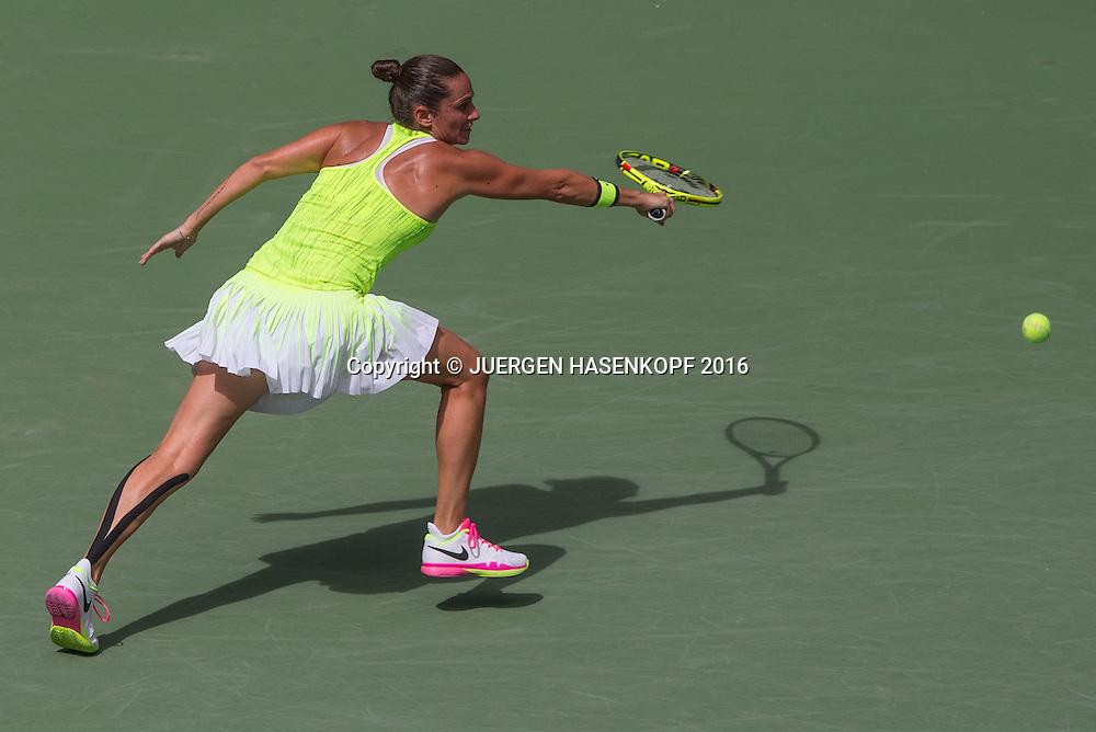 ROBERTA VINCI (ITA), von oben<br /> <br /> Tennis - US Open 2016 - Grand Slam ITF / ATP / WTA -  USTA Billie Jean King National Tennis Center - New York - New York - USA  - 6 September 2016.