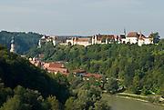 Burg zu Burghausen über der Salzach, Burghausen,, Bayern, Deutschland.. | ..Burghausen Castle, river Salzach, Bavaria, Germany