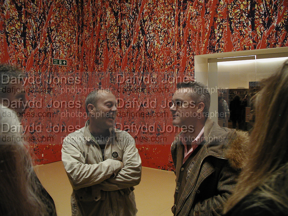 Keith Allen and Damien Hirst, In-A Gadda-Da-Vidda, Tate Gallery. 2 March 2004. ONE TIME USE ONLY - DO NOT ARCHIVE  © Copyright Photograph by Dafydd Jones 66 Stockwell Park Rd. London SW9 0DA Tel 020 7733 0108 www.dafjones.com
