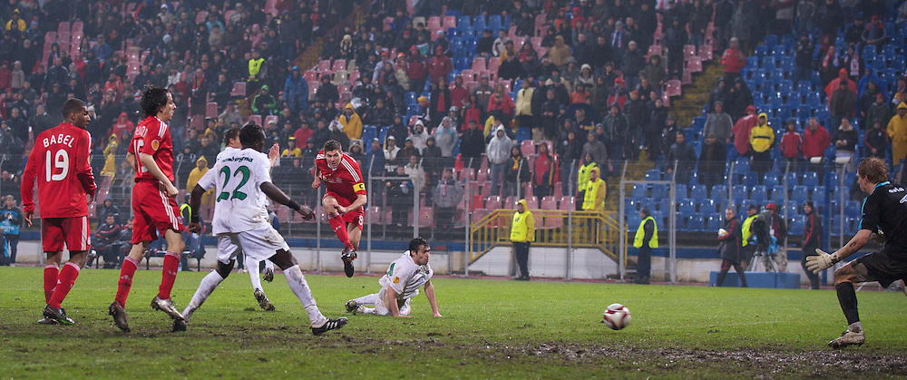 BUCHAREST, ROMANIA - Thursday, February 25, 2010: Liverpool's captain Steven Gerrard MBE scores the third goal against FC Unirea Urziceni during the UEFA Europa League Round of 32 2nd Leg match at the Steaua Stadium. (Photo by David Rawcliffe/Propaganda)