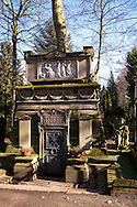 Europa, Deutschland, Koeln, alte Gruft der Familie Syebertz auf dem Melatenfriedhof. <br />