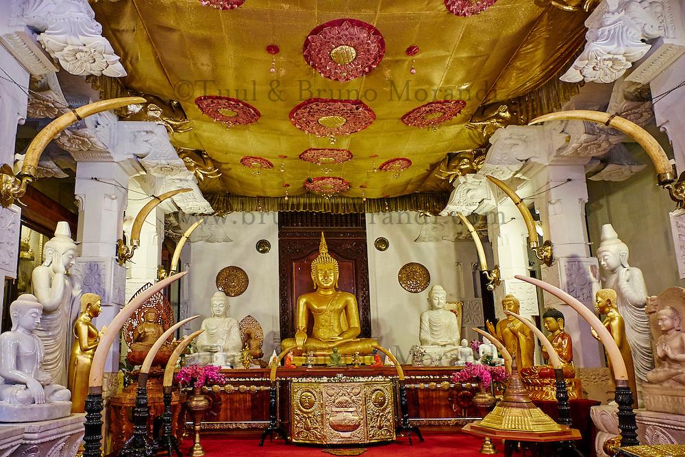 Sri Lanka, province du centre, Kandy, ville classée patrimoine mondial de l'UNESCO, Temple de la Dent (Sri Dalada Maligawa) qui renferme une relique de dent de Bouddha<br /> // Sri Lanka, Ceylon, North Central Province, Kandy, UNESCO World Heritage city, Tooth's temple