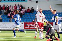 1. divisjon fotball 2015: Hødd - Fredrikstad. Hødds Joakim Wrele (t.v.) og Jesper Tørnqvist (t.h.) feirer 1-0 scoringen til førstnevnte i førstedivisjonskampen mellom Hødd og Fredrikstad på Høddvoll. Dette var det første målet i seriekamp på nye Høddvoll. Loic Abenzoar i midten av bildet og keeper Jon Masalin foran til høyre.