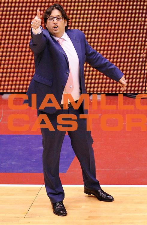DESCRIZIONE : Milano Coppa Italia Final Eight 2013 Ottavi di Finale Pallacanestro Cantu' Acea Roma<br /> GIOCATORE : Coach Andrea Trinchieri<br /> CATEGORIA : Coach Directory Fair Play <br /> SQUADRA : Pallacanestro Cantu'<br /> EVENTO : Beko Coppa Italia Final Eight 2013<br /> GARA : Pallacanestro Cantu' Acea Roma<br /> DATA : 07/02/2013<br /> SPORT : Pallacanestro<br /> AUTORE : Agenzia Ciamillo-Castoria/A.Giberti<br /> Galleria : Lega Basket Final Eight Coppa Italia 2013<br /> Fotonotizia : Milano Coppa Italia Final Eight 2013 Ottavi di Finale Pallacanestro Cantu' Acea Roma<br /> Predefinita :