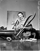 20/12/1952<br /> 12/20/1952<br /> 20 December 1952<br /> Miss Murial Warren, An Oige Ski-party leader.