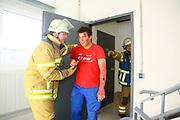 Mannheim. 12.06.17 | Freiwillige Feuerwehr übt <br /> Neckarau. Freiwillige Feuerwehr übt Rettungseinsatz in verwinkelten Gebäuden. Dazu hat das Lager Prime Selfstorage das Gebäude zur Verfügung gestellt. Übung der Freiwilligen Feierwehr <br /> <br /> <br /> BILD- ID 1078 |<br /> Bild: Markus Prosswitz 12JUN17 / masterpress (Bild ist honorarpflichtig - No Model Release!)