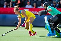 AMSTELVEEN - Cristina COSENTINO (ARG) met Kaitlin Nobbs (Austr.)  . Semi Final Pro League  women, Argentina-Australia (1-1) . Austr. wns. COPYRIGHT KOEN SUYK