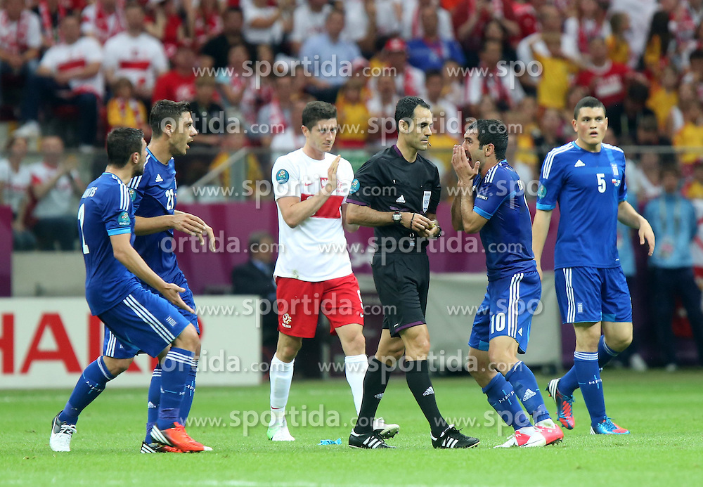 08.06.2012, Nationalstadion, Warschau, POL, UEFA EURO 2012, Polen vs Griechenland, Gruppe A, im Bild SEDZIA CARLOS VELASCO CARBALLO, GIORGOS KARAGOUNIS (GRE) , KYRIAKOS PAPADOPOULOS (GRE) // during the UEFA Euro 2012 Group A Match between Poland and Greece at the National Stadium Warsaw, Poland on 2012/06/08. EXPA Pictures © 2012, PhotoCredit: EXPA/ Newspix/ Adam Jastrzebowski..***** ATTENTION - for AUT, SLO, CRO, SRB, SUI and SWE only *****