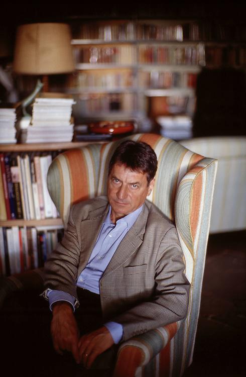 09 JUL 2000 - Firenze - Claudio Magris nella casa di Fosco Maraini - Italian writer Claudio Magris at Fosco Maraini's home.