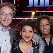 NLD/Hilversum/20131220 - Finale The Voice of Holland 2013, winnares Julia van der Toorn en haar ouders